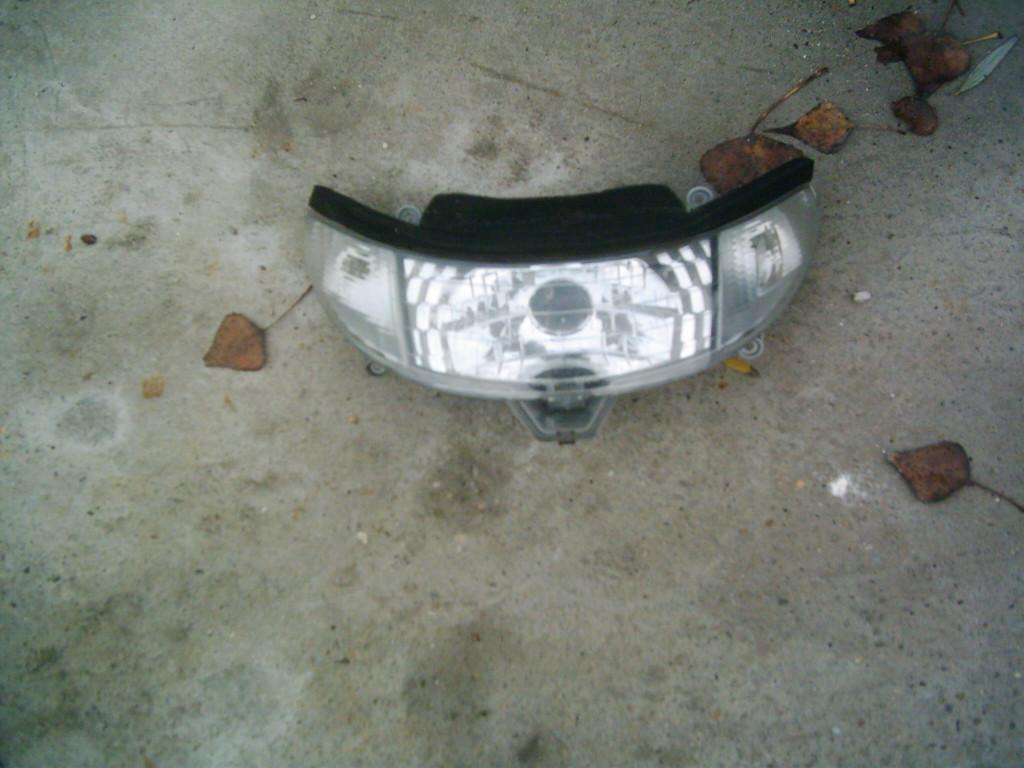 Kymco Dink 150 bontott első lámpa.