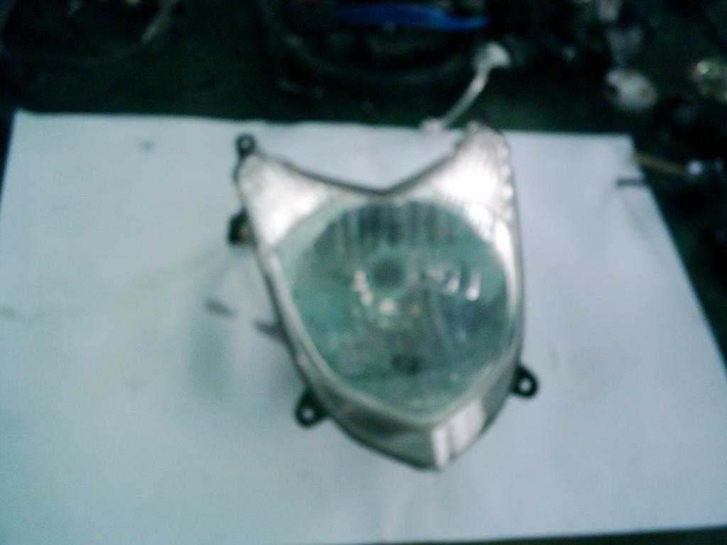 Kymco Agility, Agility sport  50  4T bontott első lámpa.