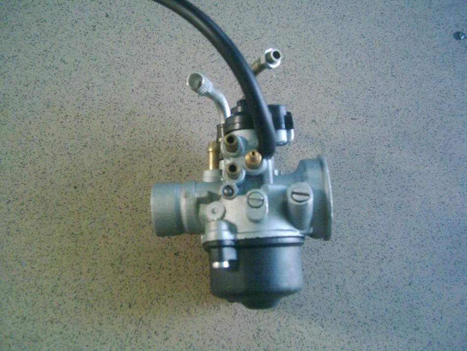 Piaggio, Gilera, Aprilia, Malaguti ,Derbi , Itáljet, 2 T  17,5 -es kézi szivatós  Dellorto utángyártott tuning karburátor.