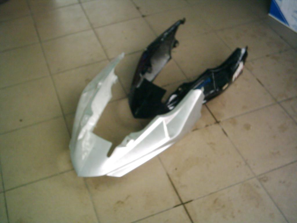 Peugeot Speedfight 2, X-Fight ülés alatti idom .