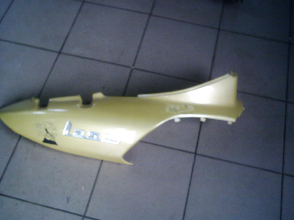 TGB Laser  50  2T  bontott ülés alatti oldal  idom, jobb oldala..