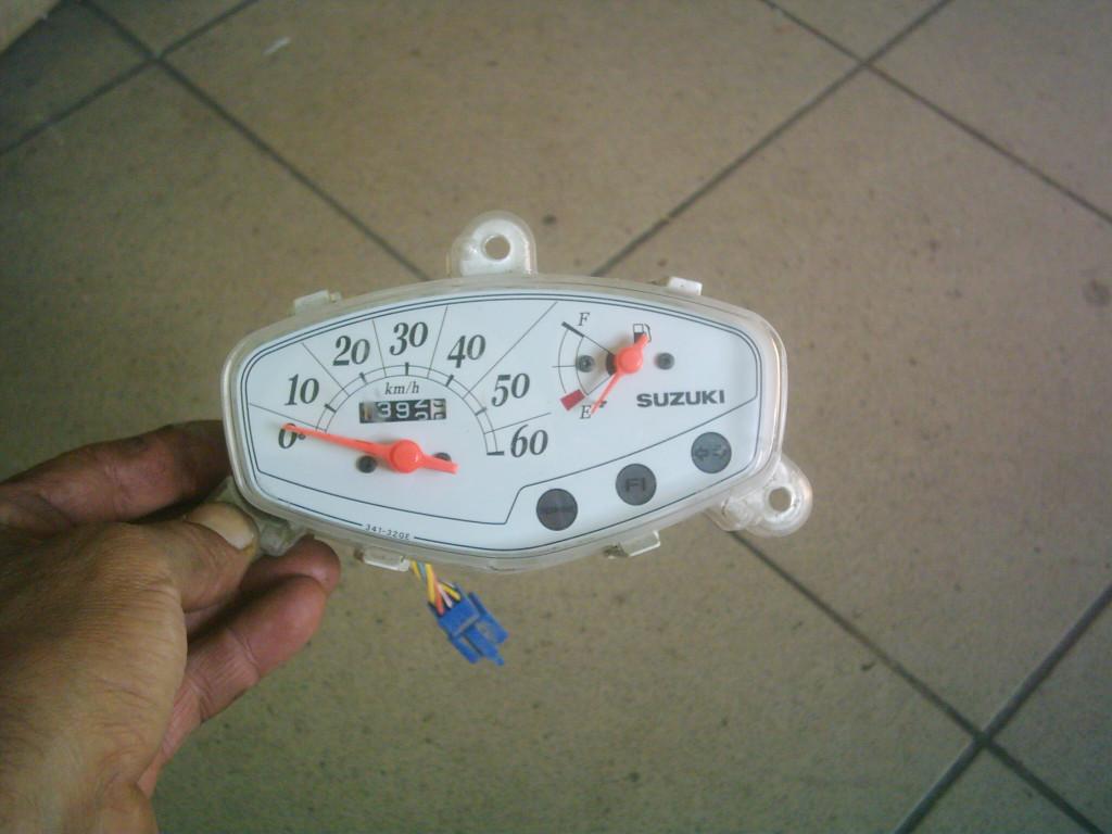 Suzuki Address V50   4T  injektoros bontott fehér alapú kilóméter óra
