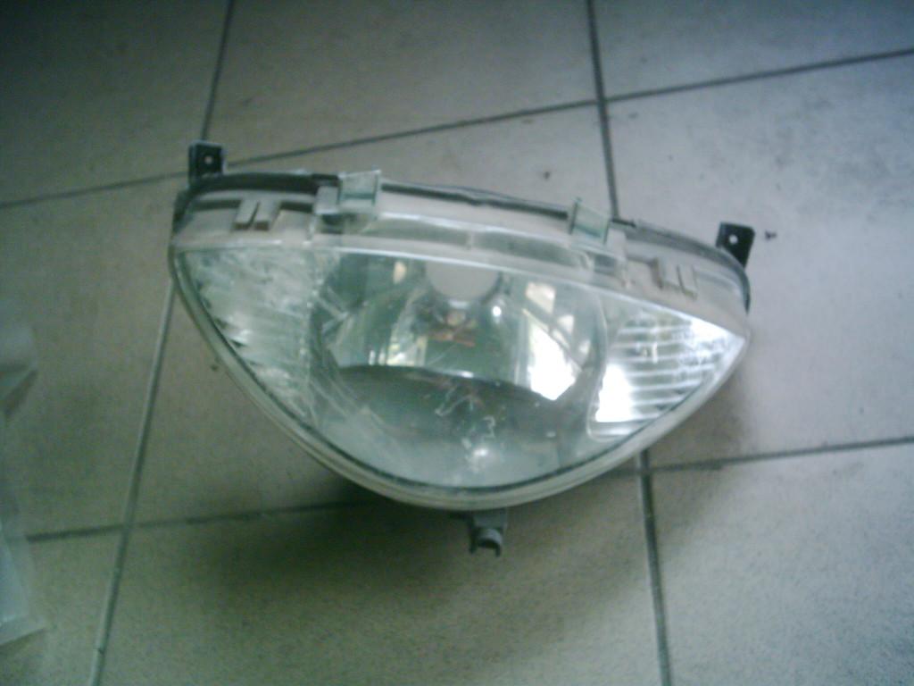 Peugeot Vivacity 50- 100cc 2T bontott első lámpa.