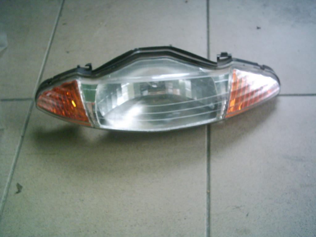 Honda Lead AF48  bontott első lámpa.