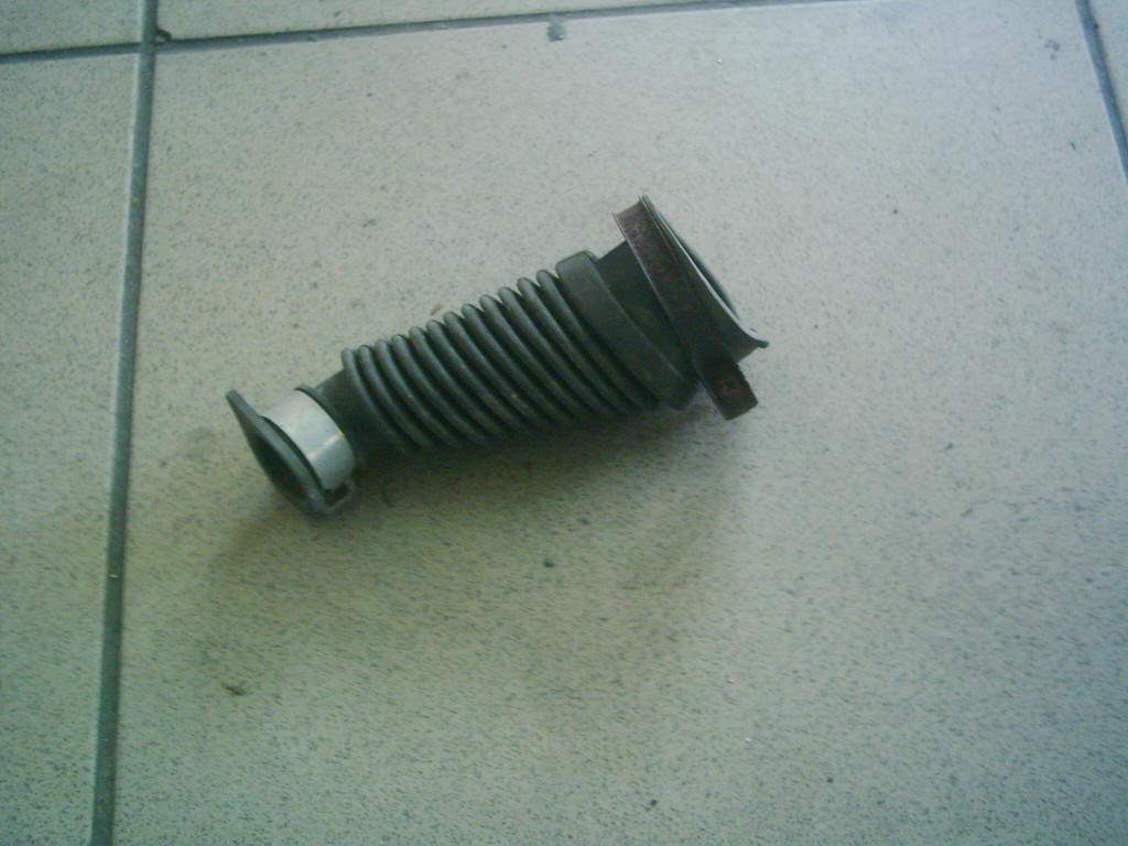 Honda Tuday AF 61  bontott berúgódekli gumi cső.